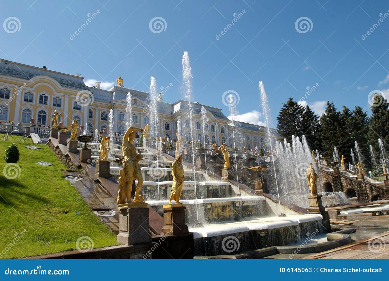 Peterhof дворца фонтанов