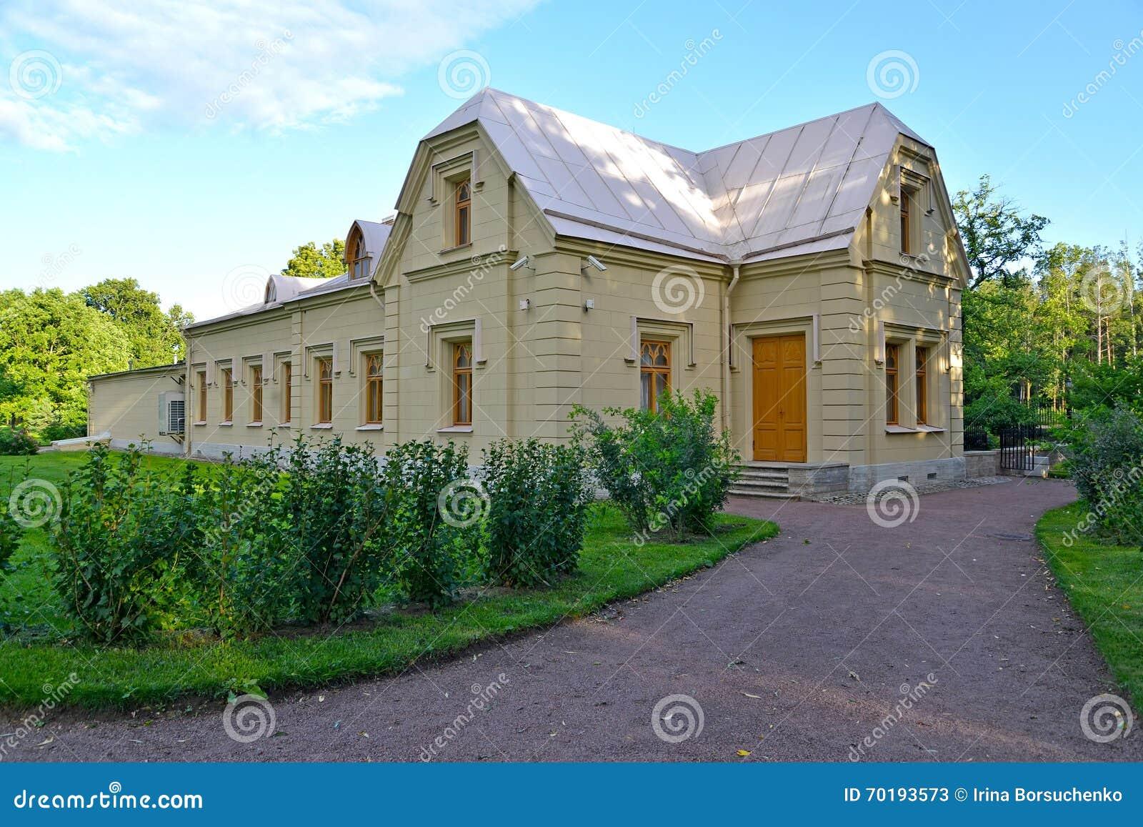 Peterhof russia Station för museumslottkabel Alexandria parkerar