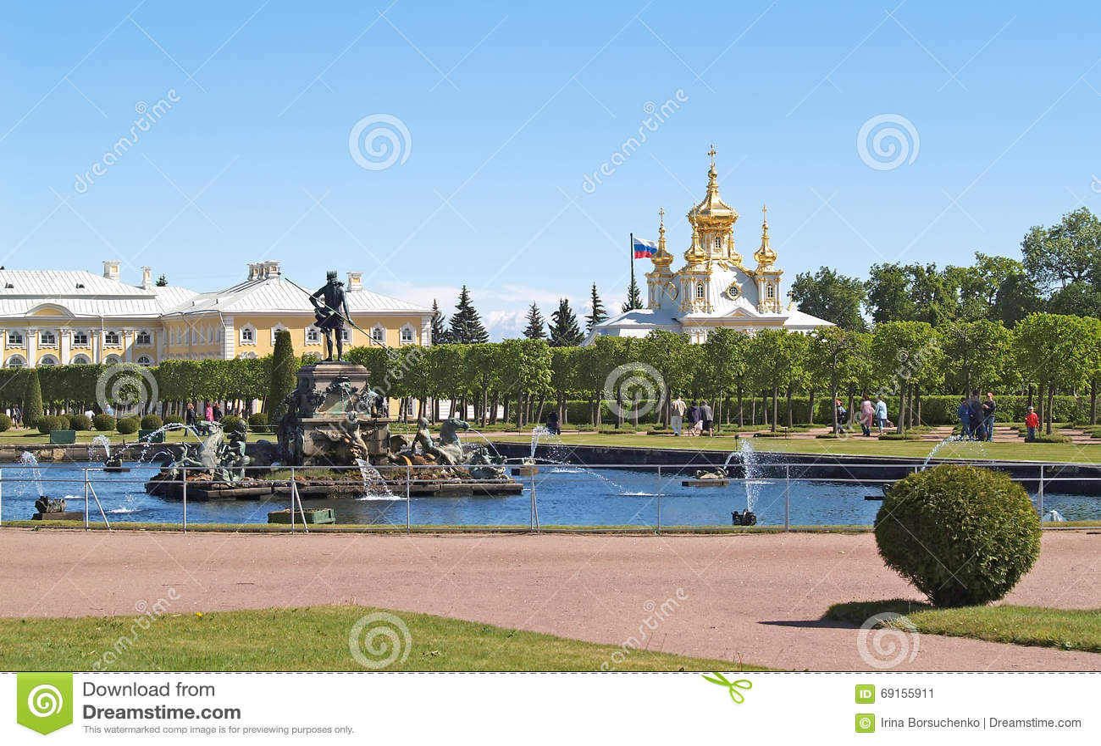 Vorratsbeh Lter peterhof russland der neptun brunnen im spitzengarten stockfoto bild 69155911