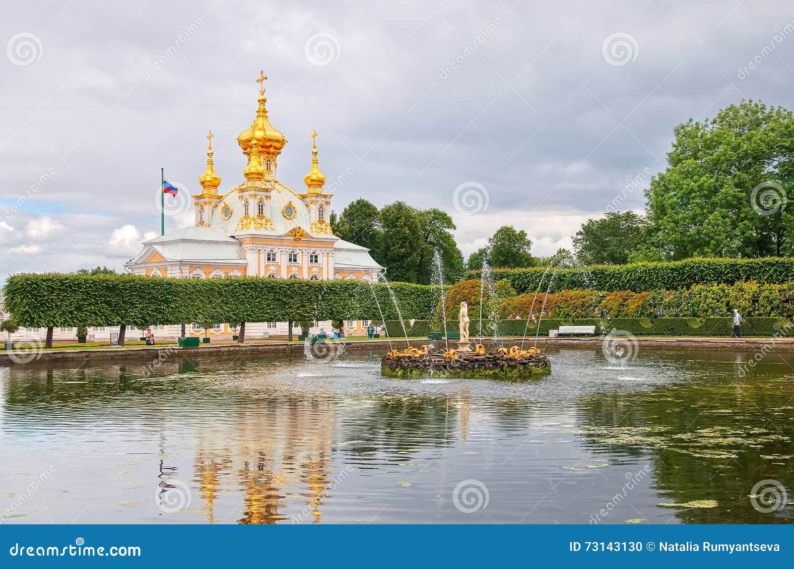 Peterhof Ryssland Fyrkantigt damm med Apollo