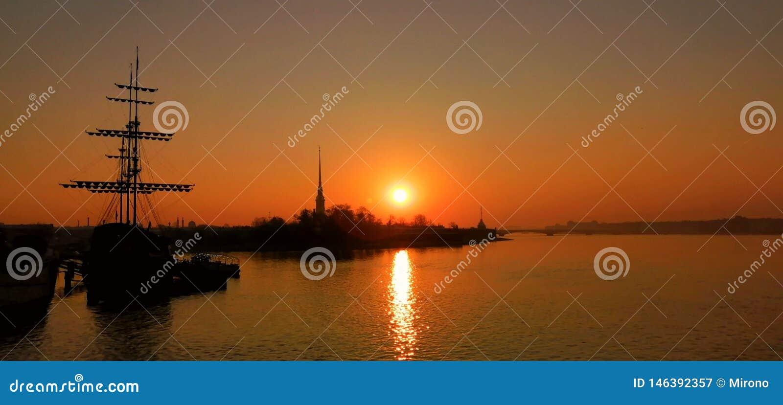 Petersburg trifft sich neuen Tag