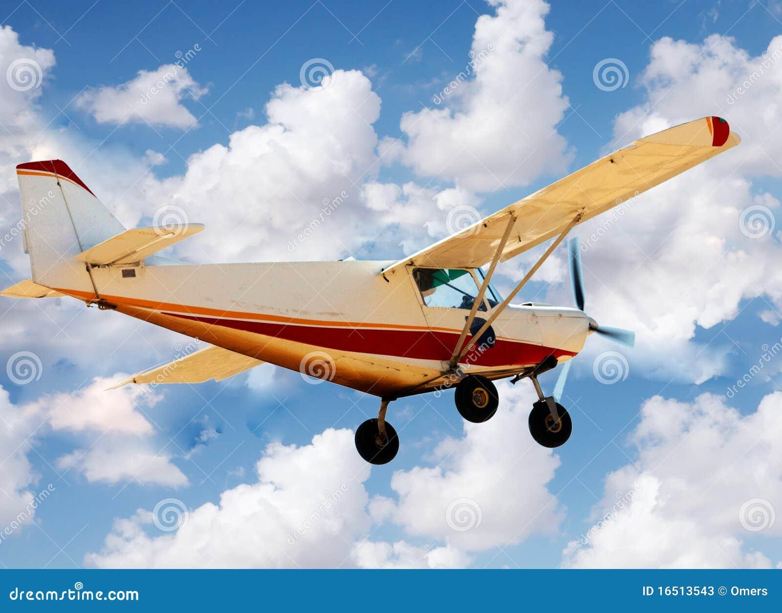 Petit avion dans le ciel