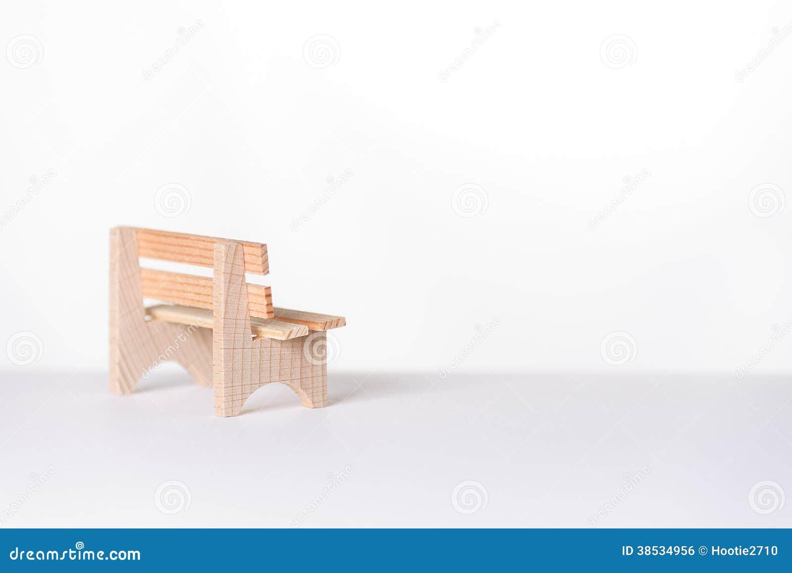 Petit Banc En Bois Rustique Simple Dans Une Salle Blanche Photo