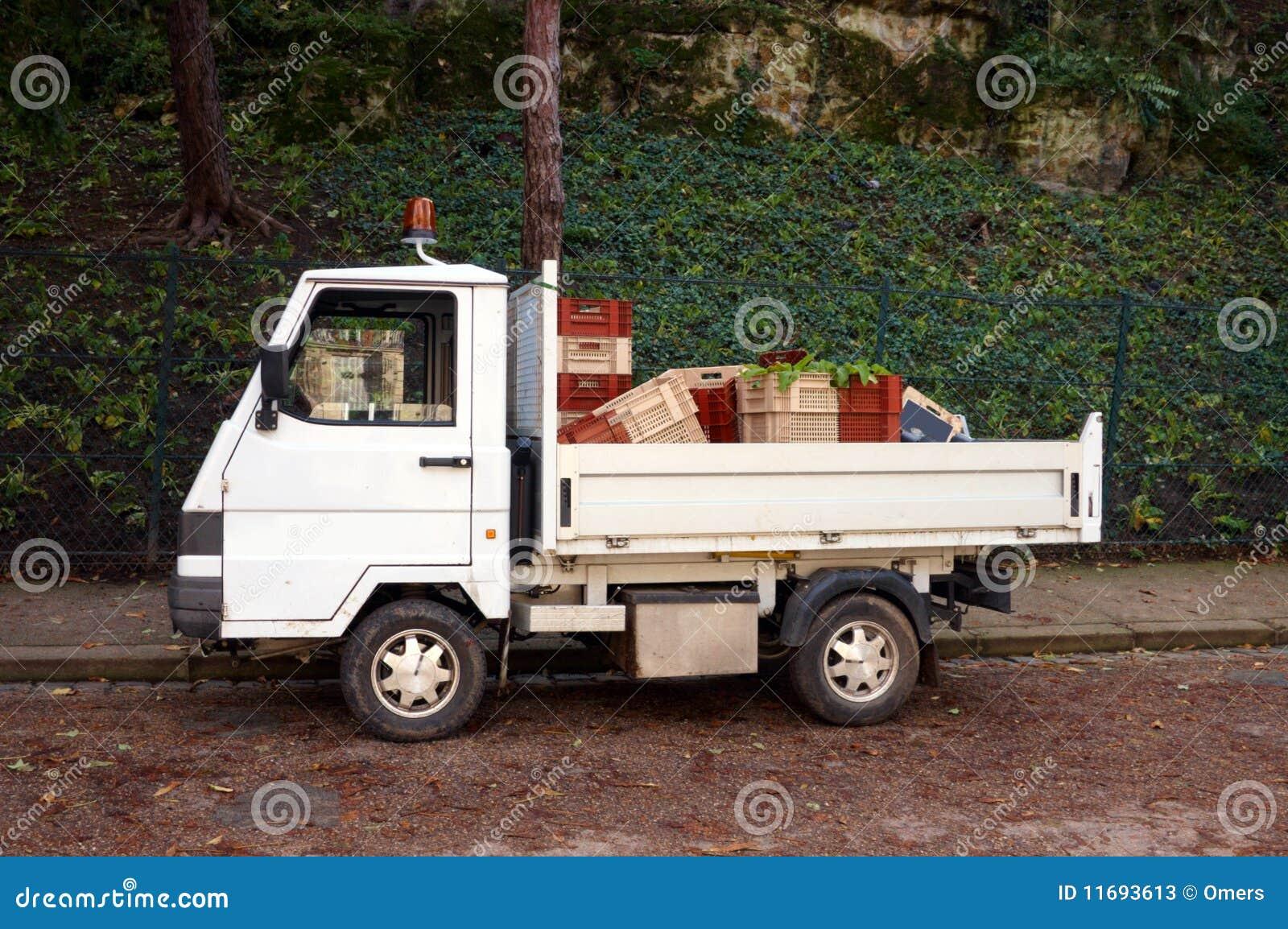 petit camion image stock image du conteneur marchandises 11693613. Black Bedroom Furniture Sets. Home Design Ideas