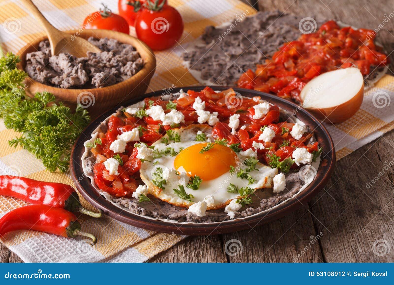 Très Petit Déjeuner Mexicain : Rancheros De Huevos En Gros Plan  BM45