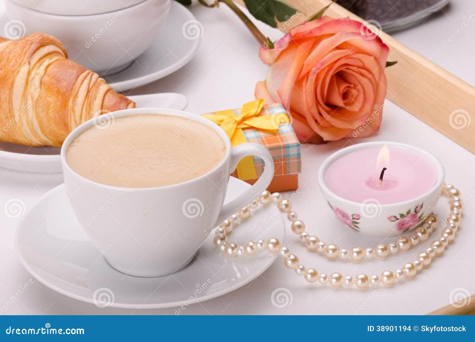 Petit d jeuner avec amour photo stock image 38901194 for Petit dejeuner en amoureux maison