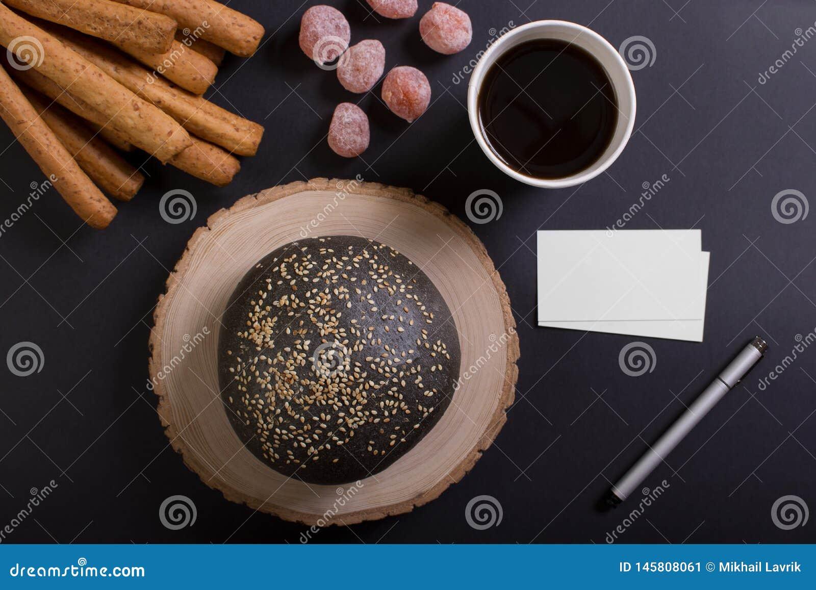 Petit déjeuner d affaires avec la tasse de café