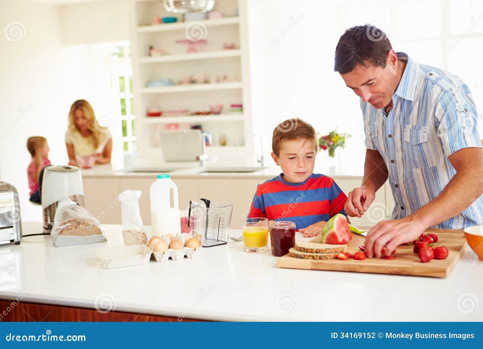 Petit d jeuner de aide de to prepare family de p re de for Aide de cuisine