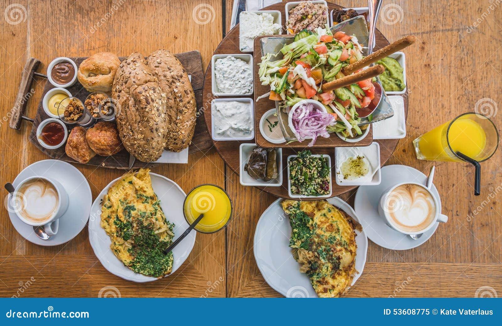 Petit déjeuner à l'israélienne