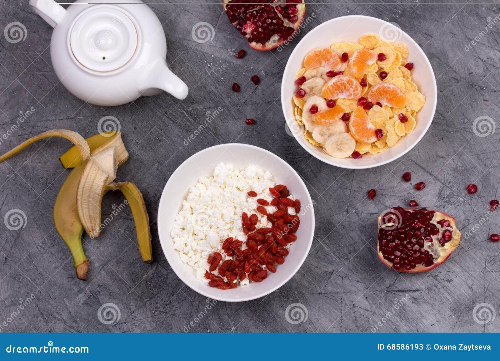 petit d jeuner sain flocons d 39 avoine goji fromage blanc lait et fruit image stock image. Black Bedroom Furniture Sets. Home Design Ideas