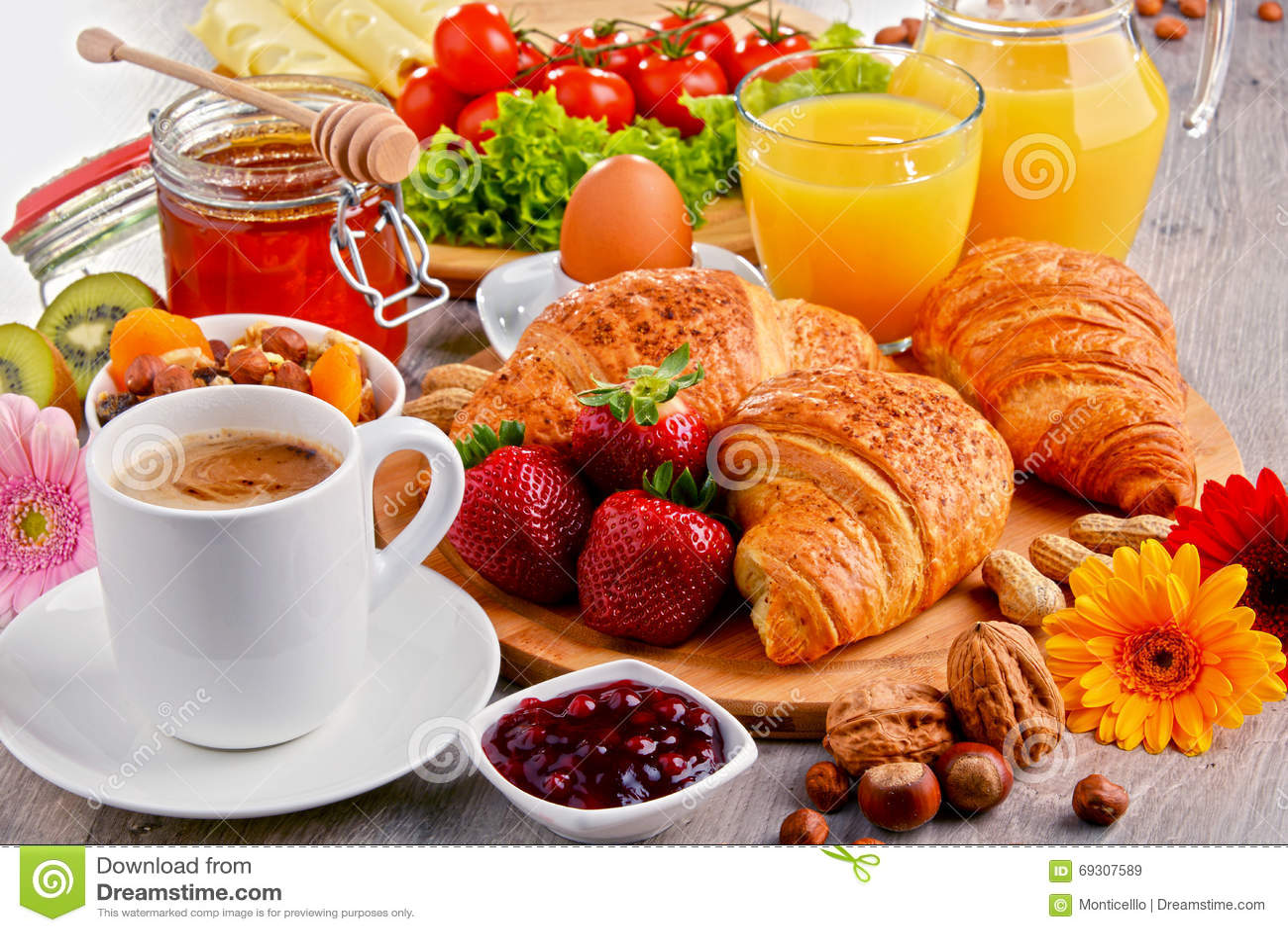 petit d jeuner se composant des croissants caf fruits jus d 39 orange image stock image du. Black Bedroom Furniture Sets. Home Design Ideas