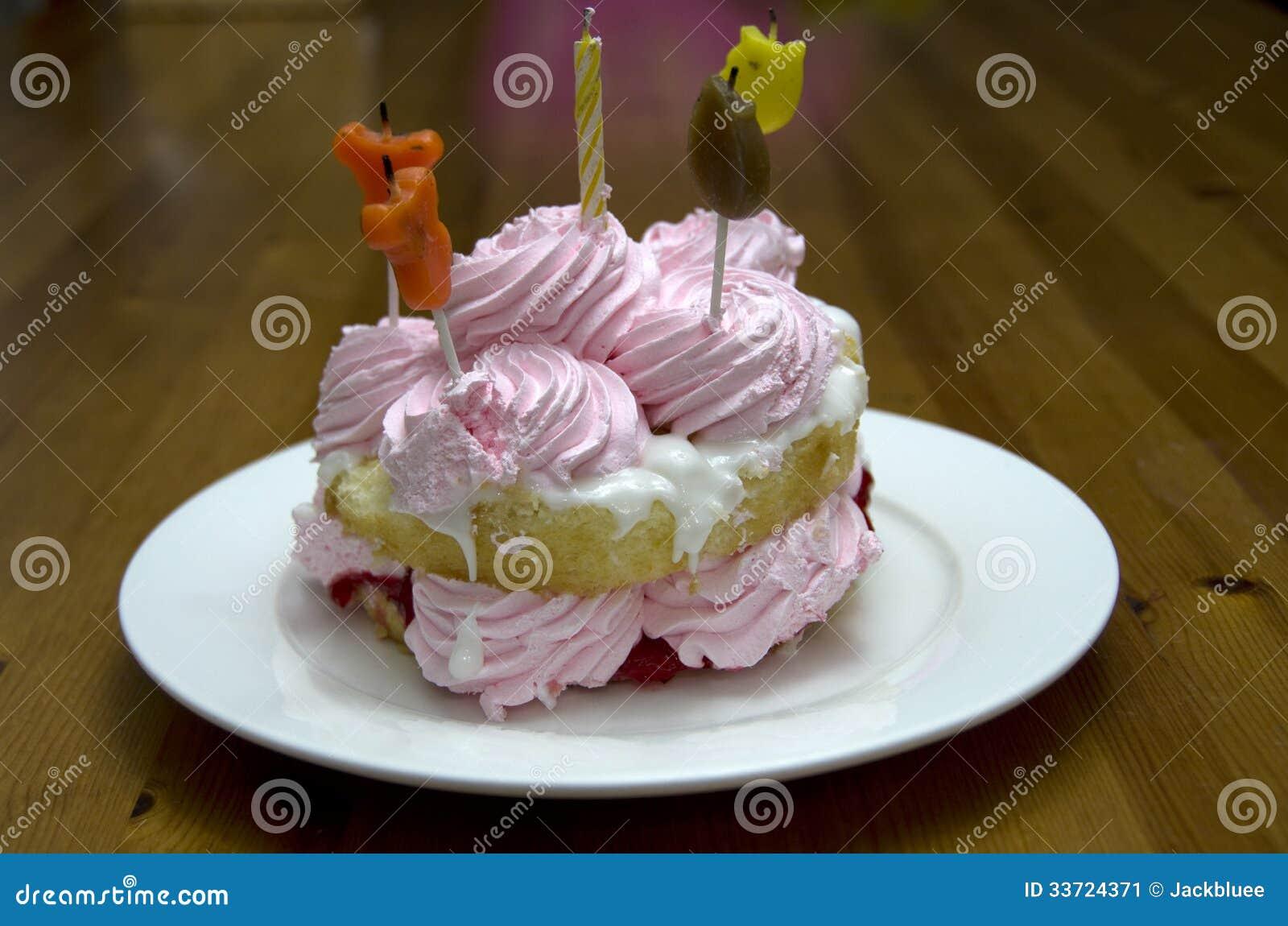 Petit Gâteau Danniversaire Pour Lenfant Image Stock Image Du