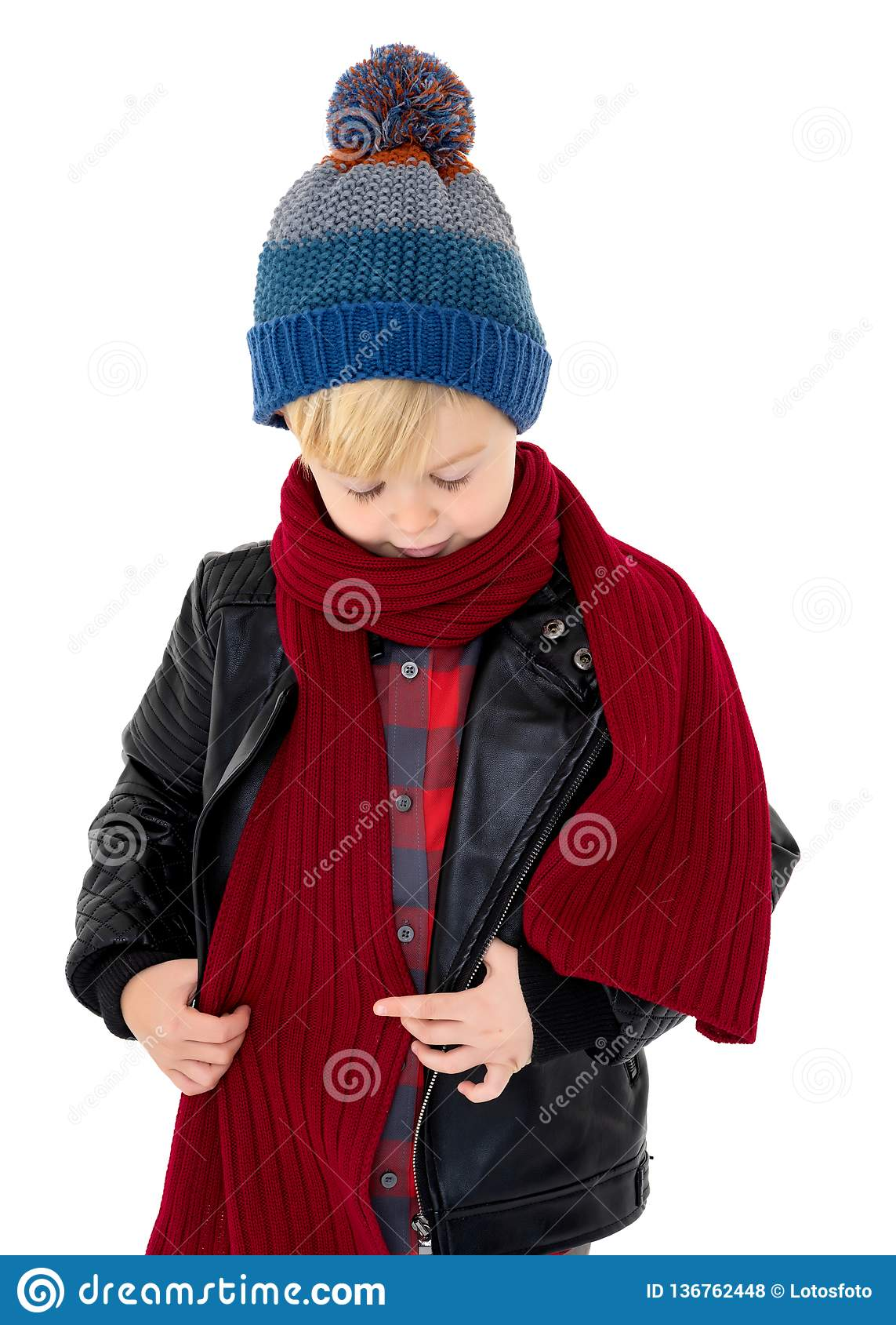 Moderne Petit Garçon Dans Un Chapeau Et Une écharpe Photo stock - Image du IJ-92