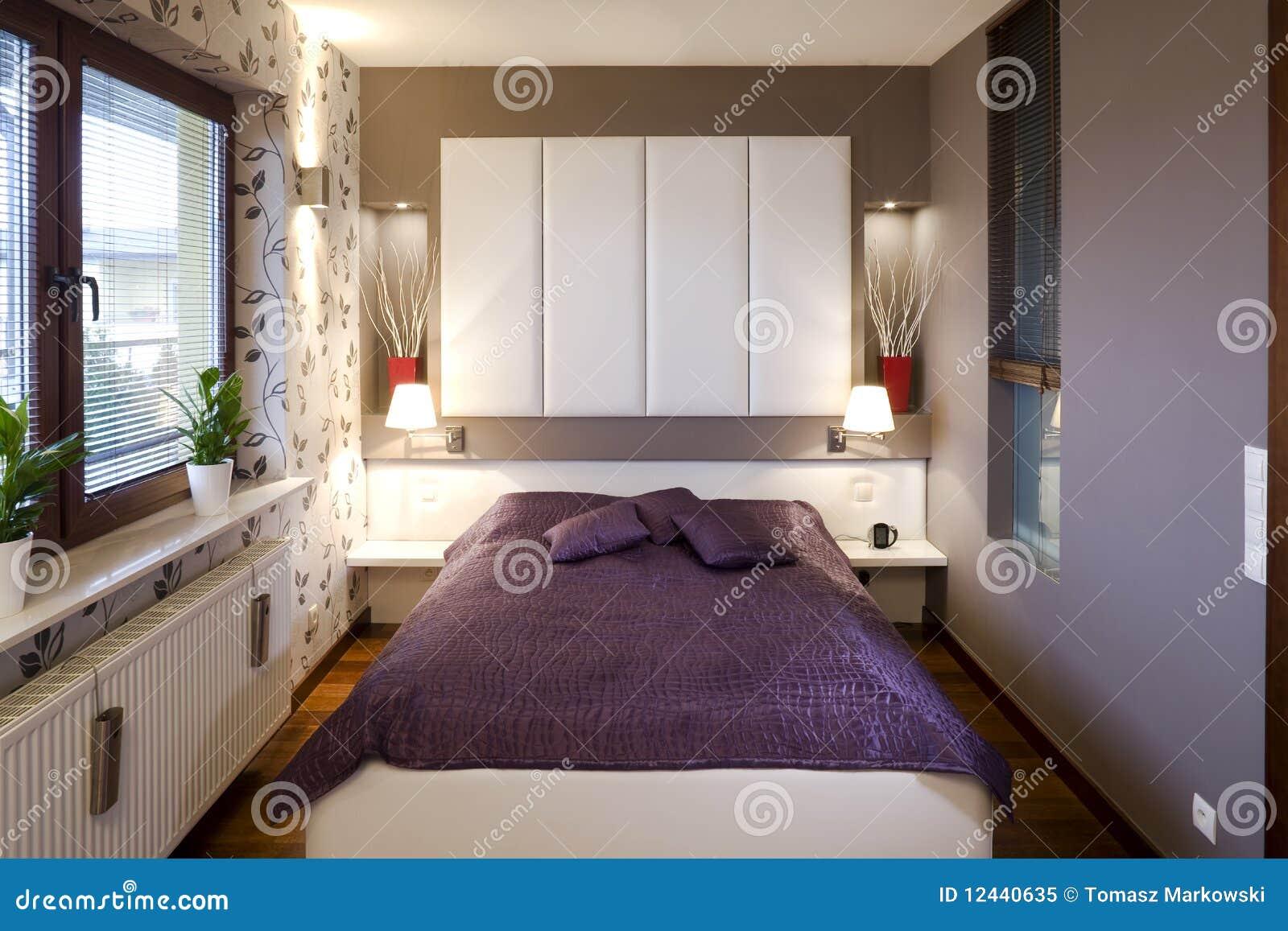 Petit Intérieur De Chambre à Coucher Image stock - Image du ...