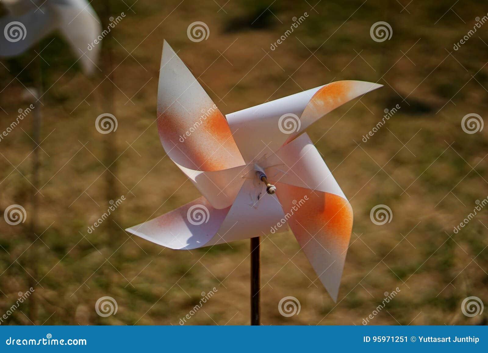 Les Jardins Du Moulin Paysagiste petit moulin à vent image stock. image du conception - 95971251