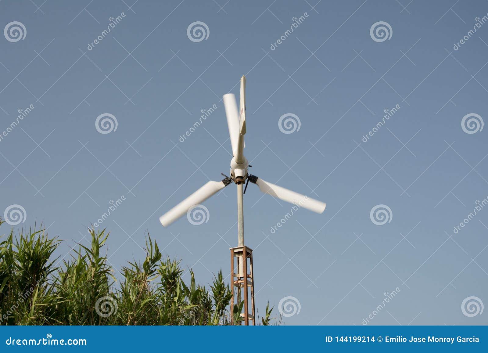 Petit moulin à vent dans le mouvement
