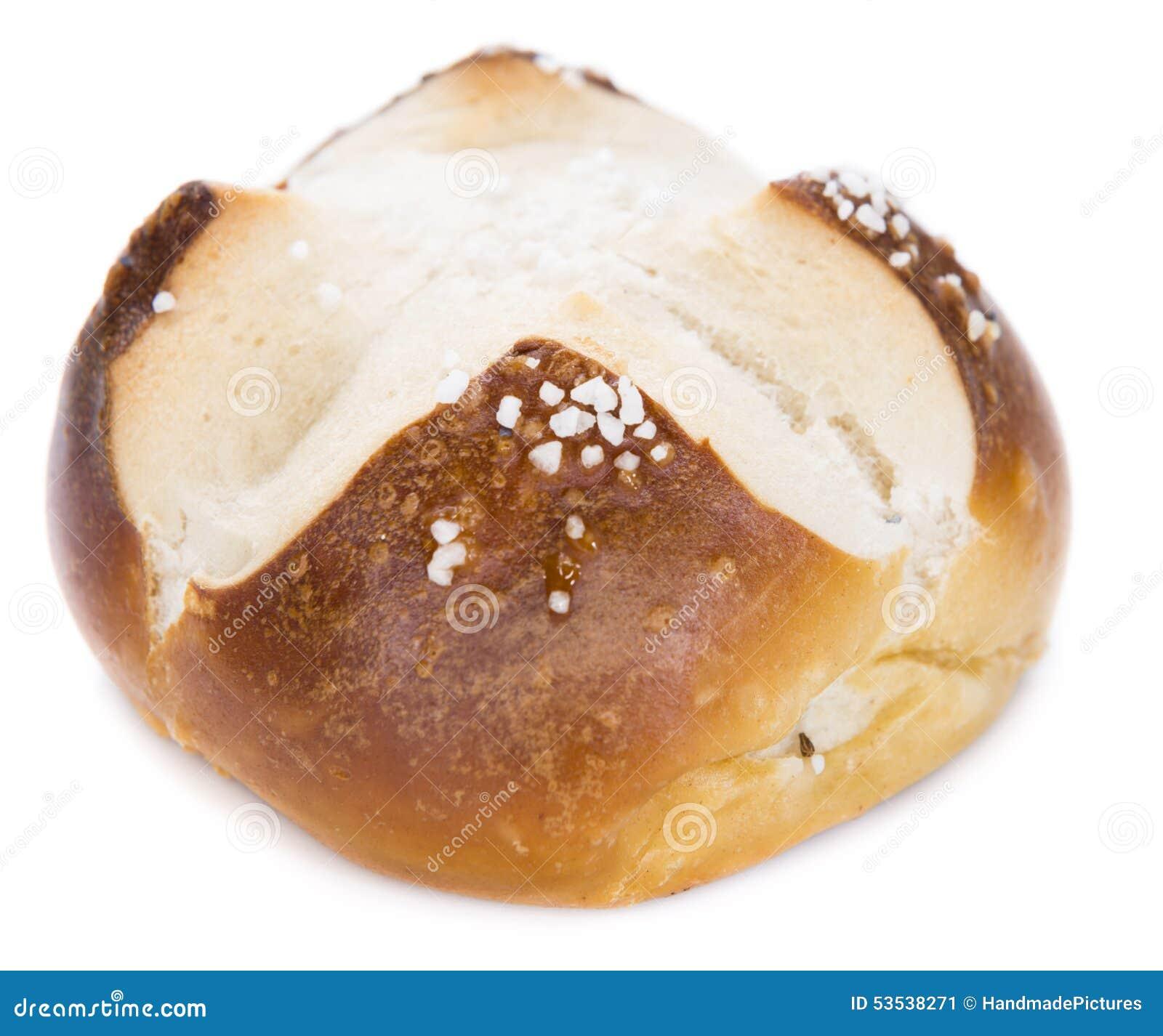 Petit pain de bretzel avec du sel au dessus du blanc - Desherber avec du sel ...