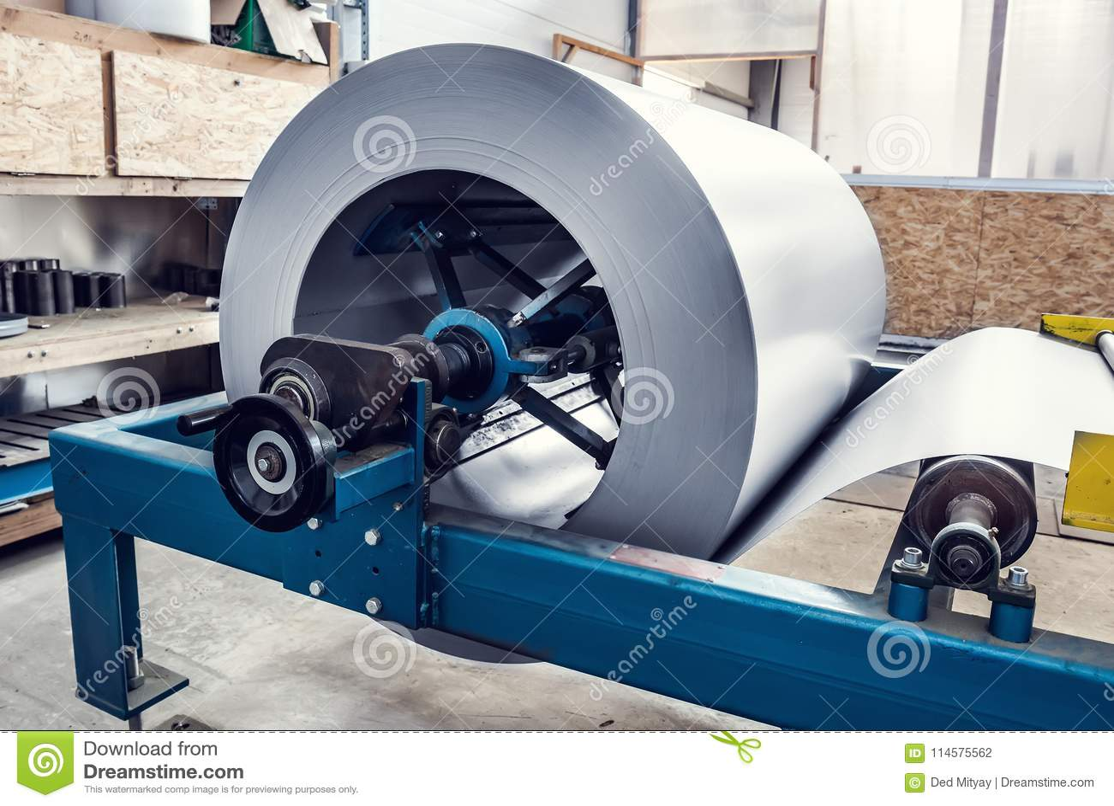 Petit pain de feuillard dans la machine de formation industrielle à l atelier d usine, à l acier inoxydable et à la fabrication d