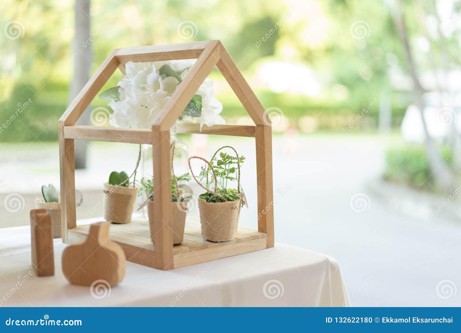 Decoration Petit Pot De Fleur petit pot d'arbre dans le sac avec la mini maison en bois