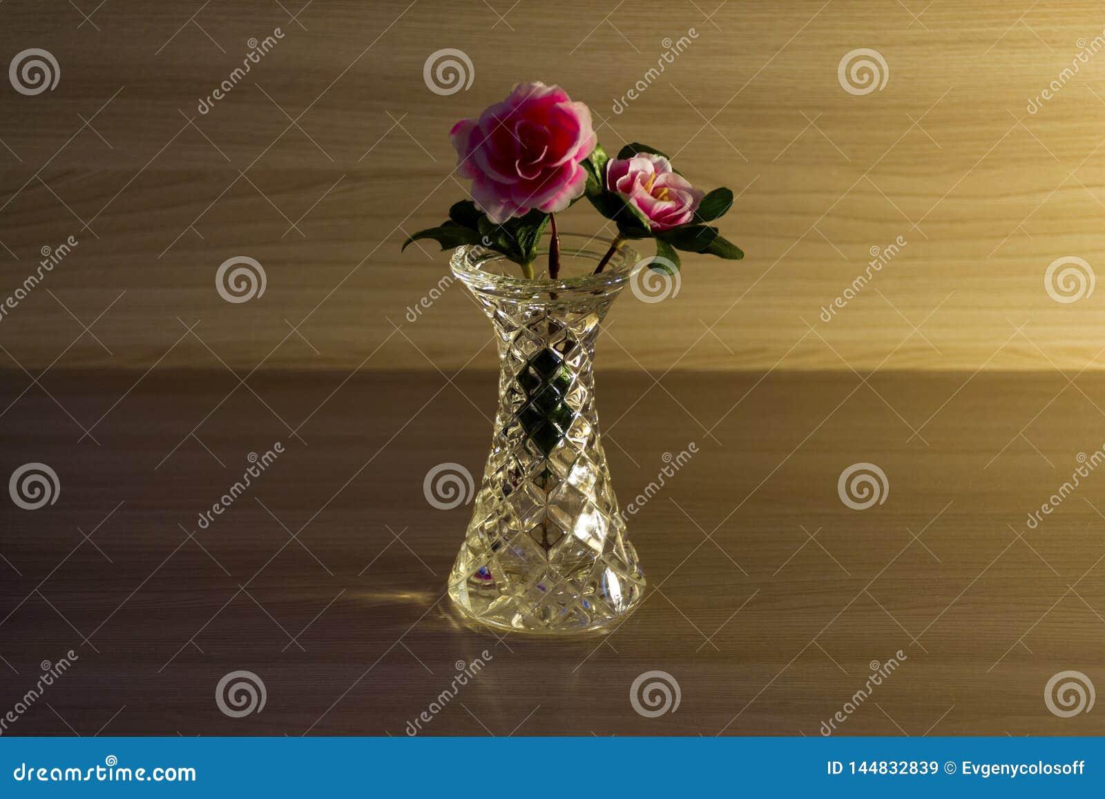 Petit vase en cristal avec une fleur