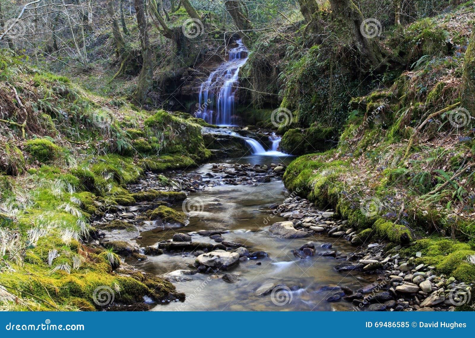 Petite cascade, Creunant juste au-dessous de Pwll y Alun