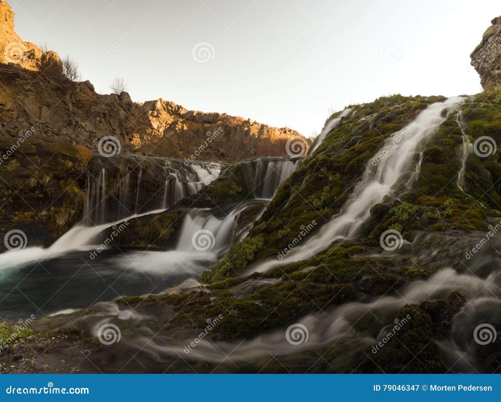 Petite cascade sur l île