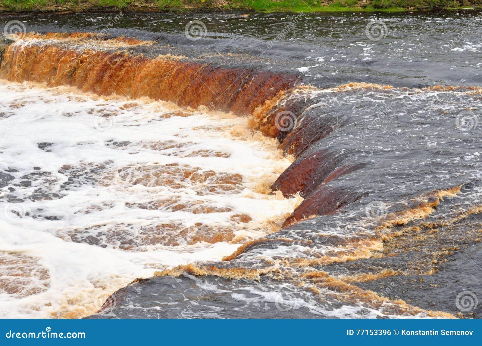 Petite cascade sur la rivière de Tosna