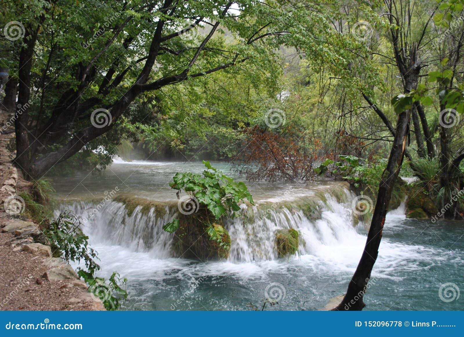 Petite cascade sur les lacs Plitvice