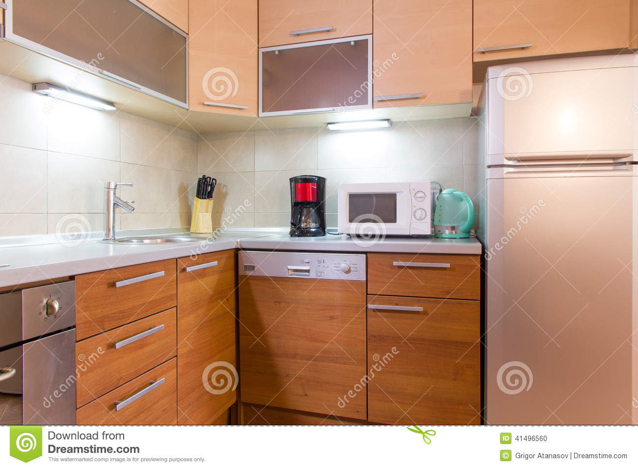Photo stock small modern kitchen image 41496560 for Cuisine moderne photo