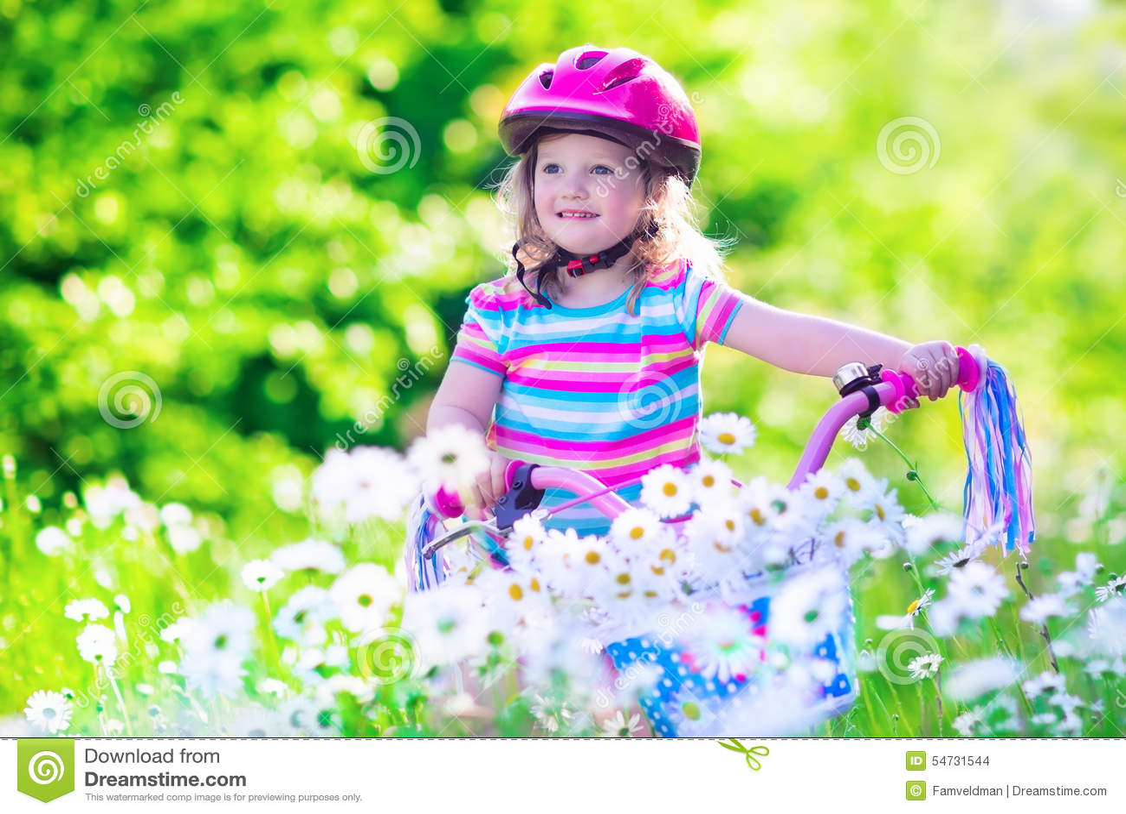 petite fille conduisant un v lo photo stock image 54731544. Black Bedroom Furniture Sets. Home Design Ideas