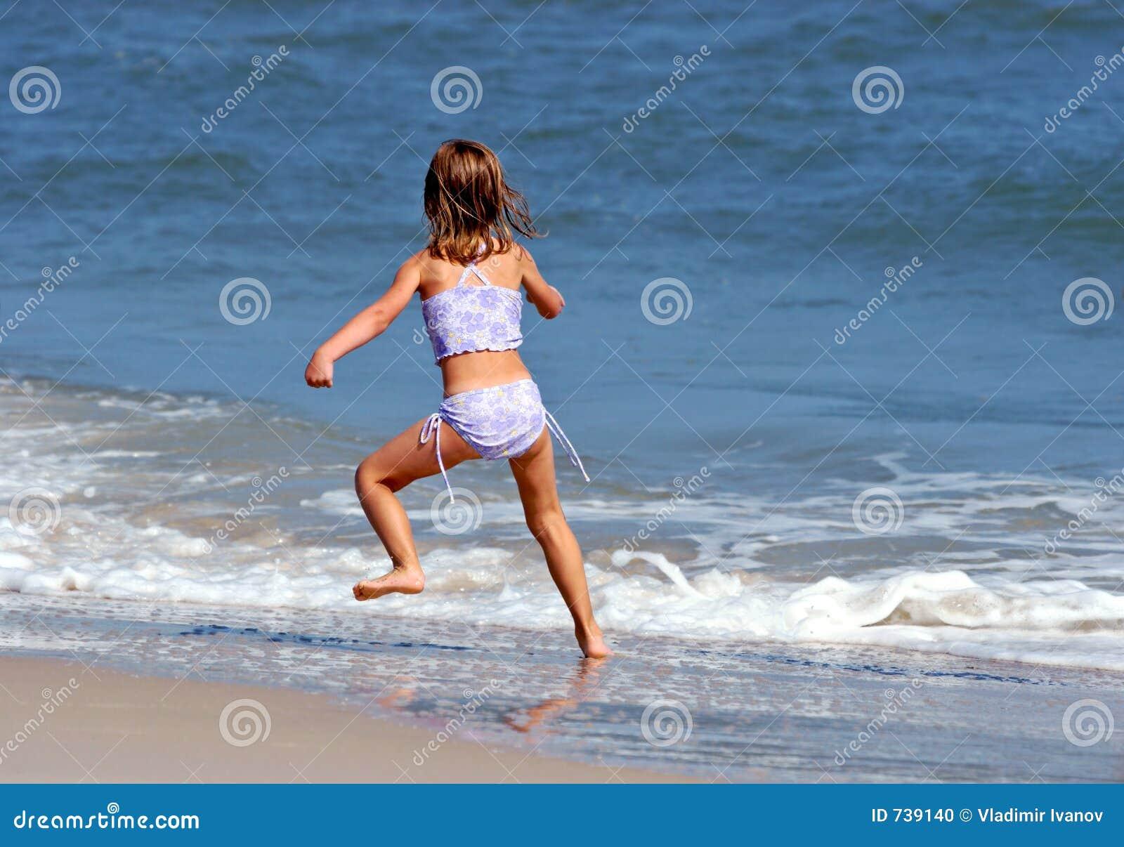 Petite fille et océan