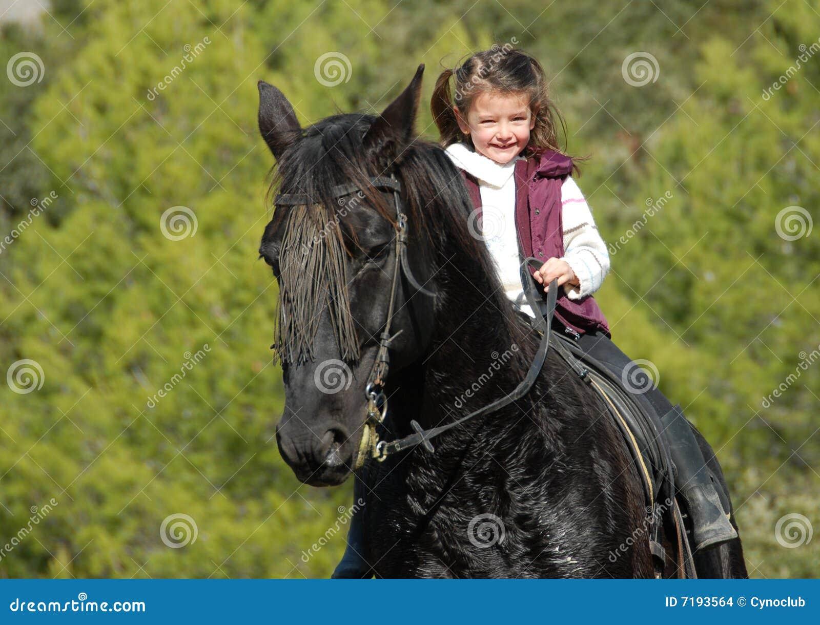 photo cheval et petite fille