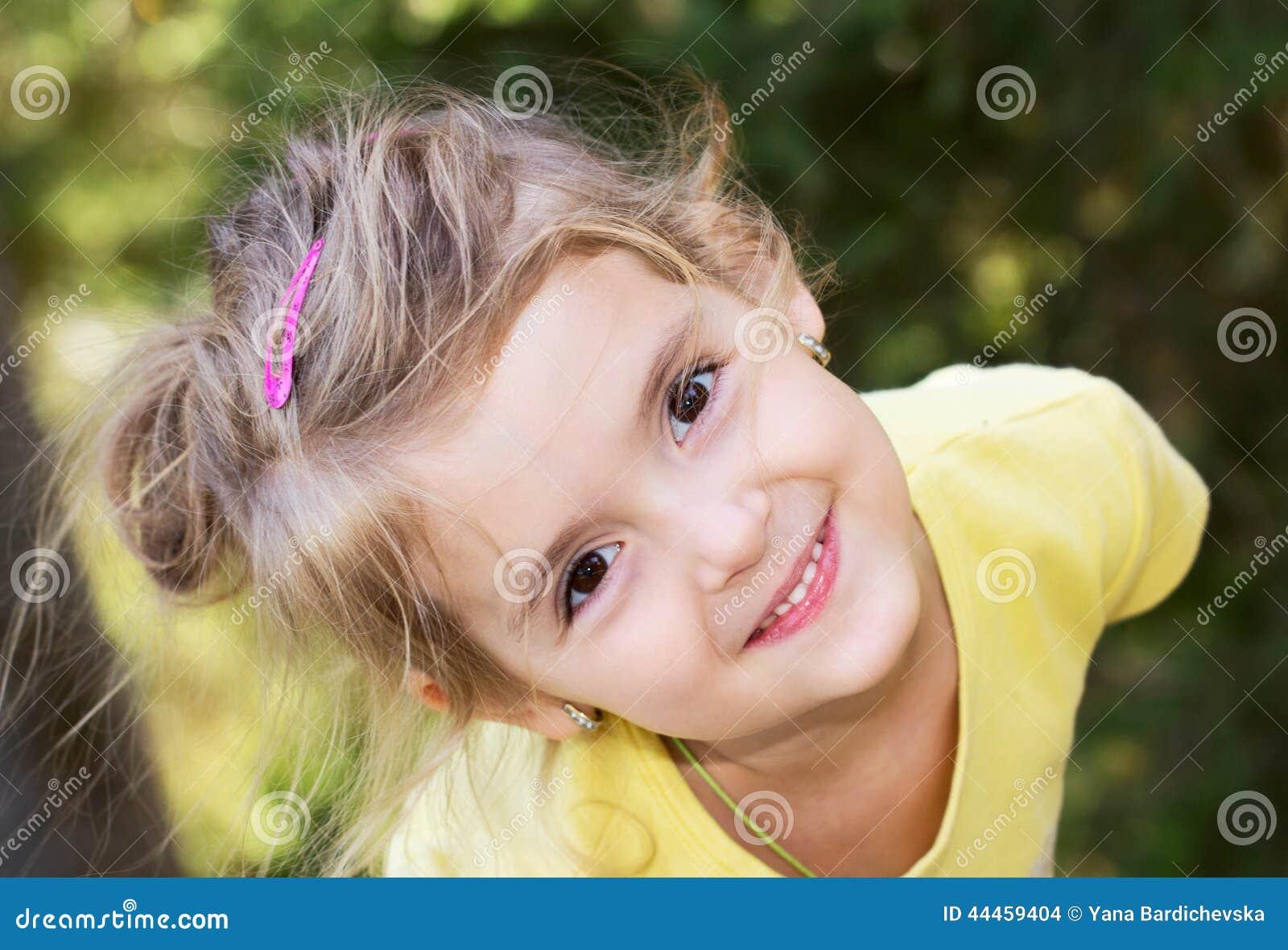 Visage heureux de fille