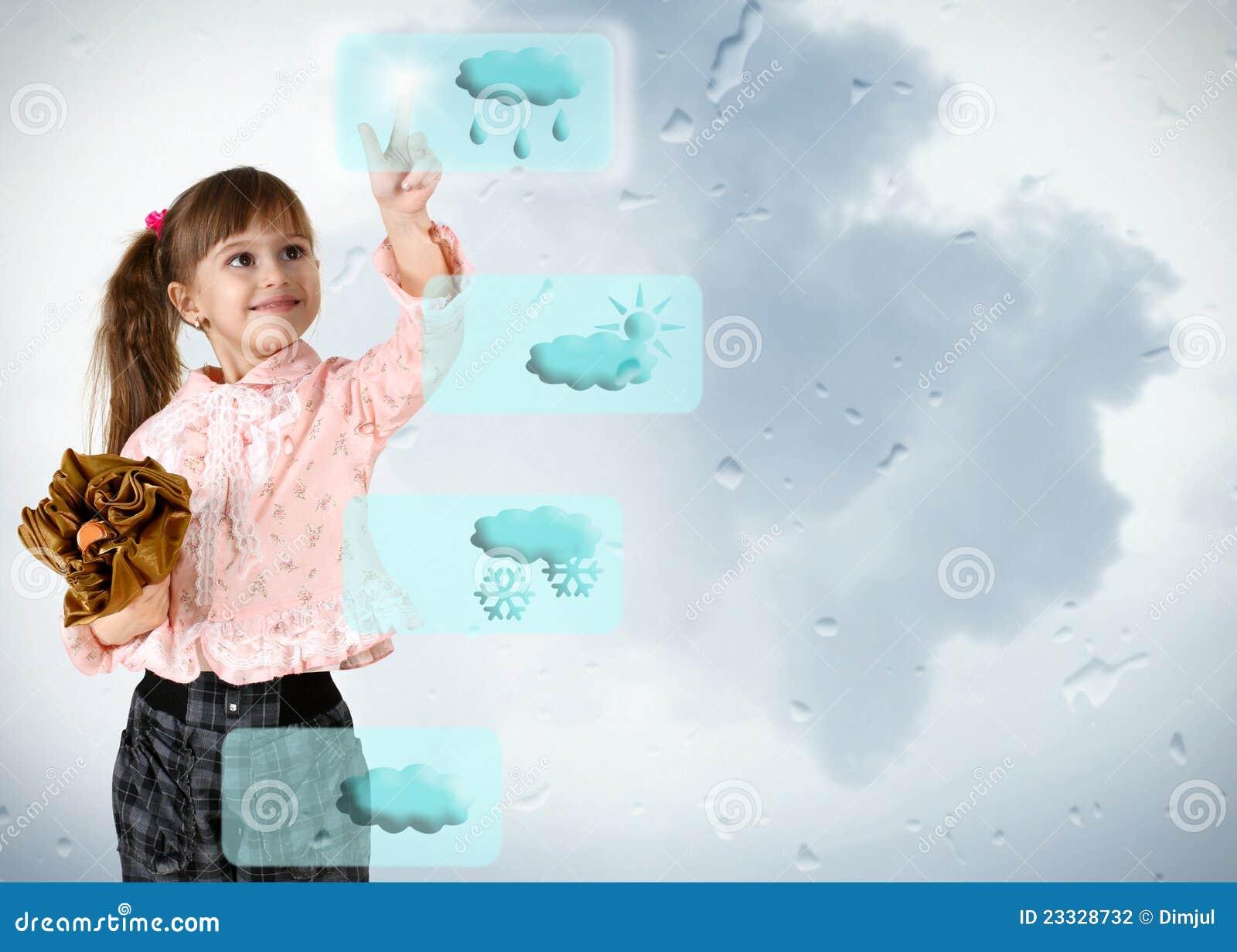Petite fille poussant sur le bouton de temps