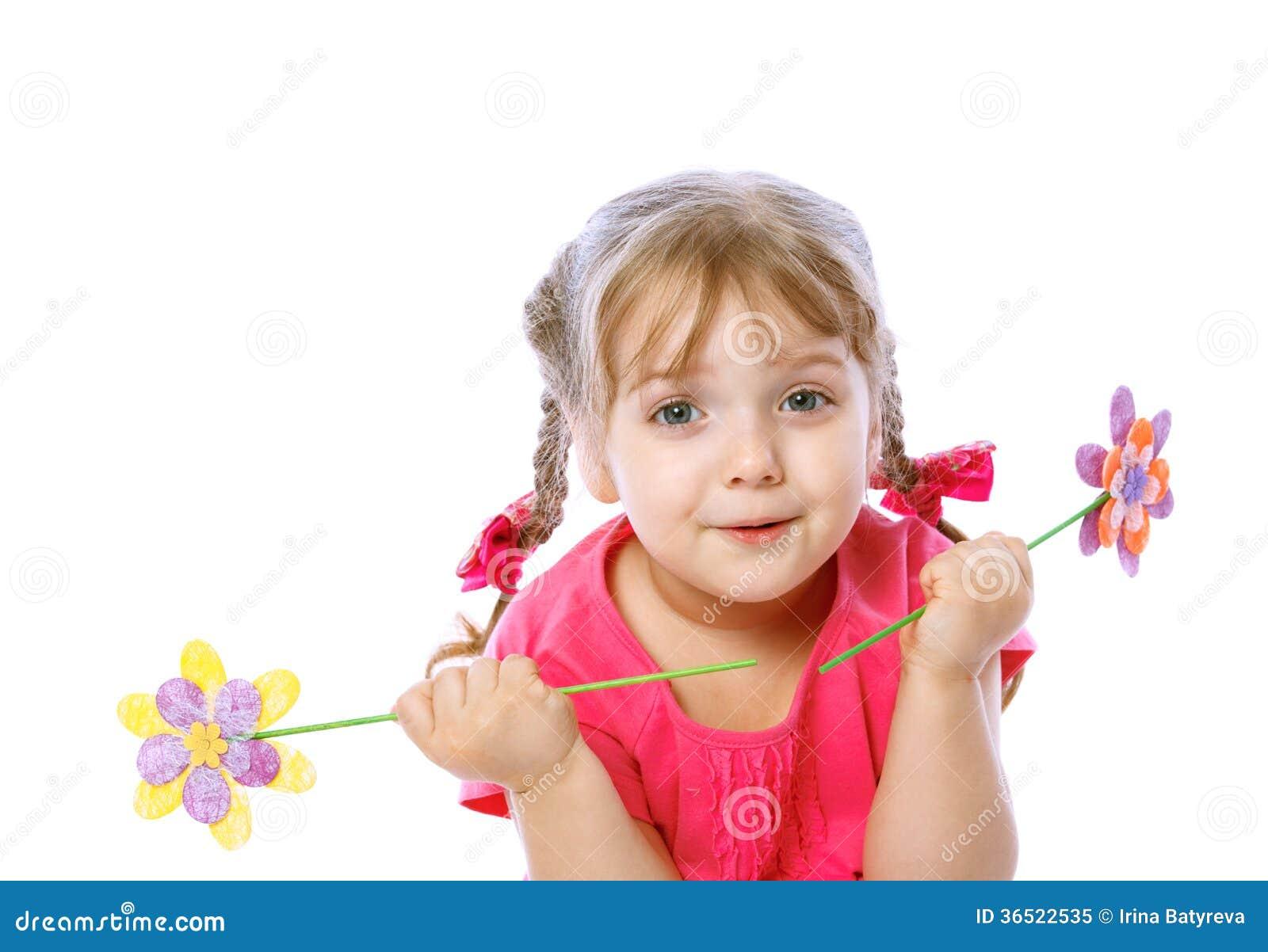Petite fille tenant des oeufs de pâques, vacances, Pâques