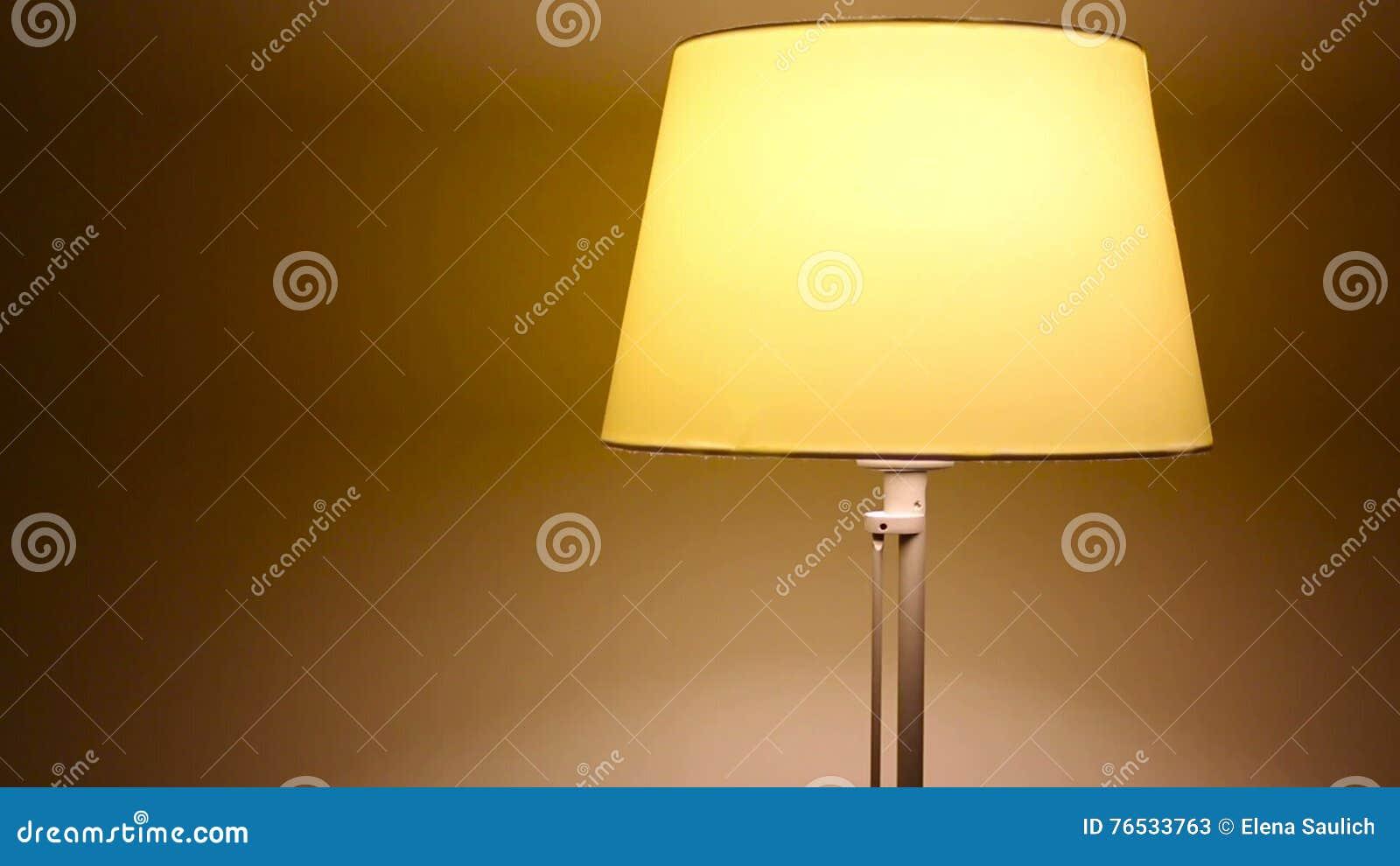 Petite Lampe De Chevet Jaune De Danse Clips Videos Video