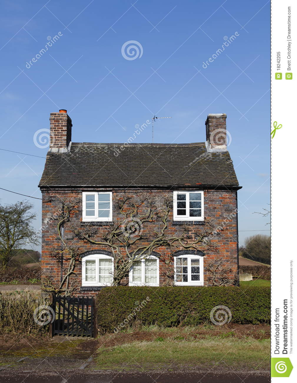 Petite maison anglaise traditionnelle photo libre de droits image 18242205 - Photo maison anglaise ...