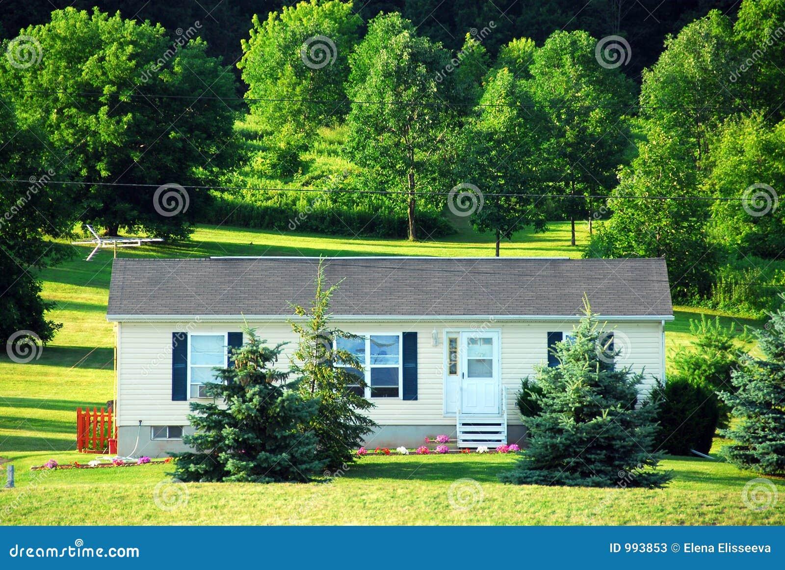 petite maison de campagne image stock image du am rique. Black Bedroom Furniture Sets. Home Design Ideas