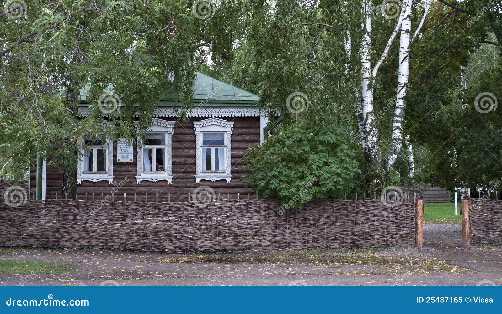 petite maison en bois dans le village russe stock images. Black Bedroom Furniture Sets. Home Design Ideas