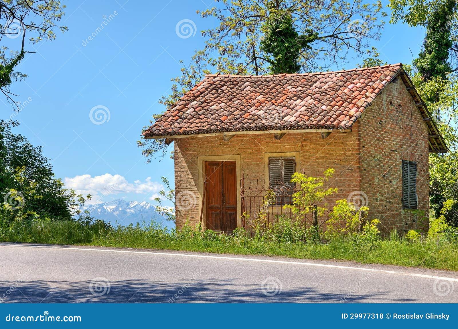 Petite maison rurale pi mont italie photos libres de droits image 29977318 - Small belgian houses brick ...