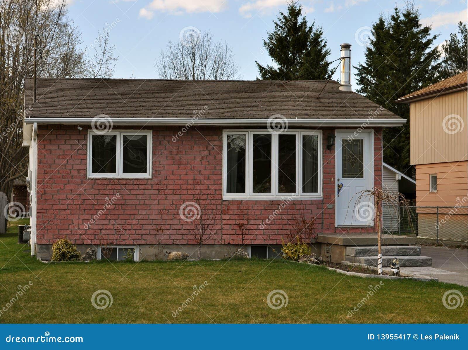 Petite maison simple image stock image du ciel home for Maison simple