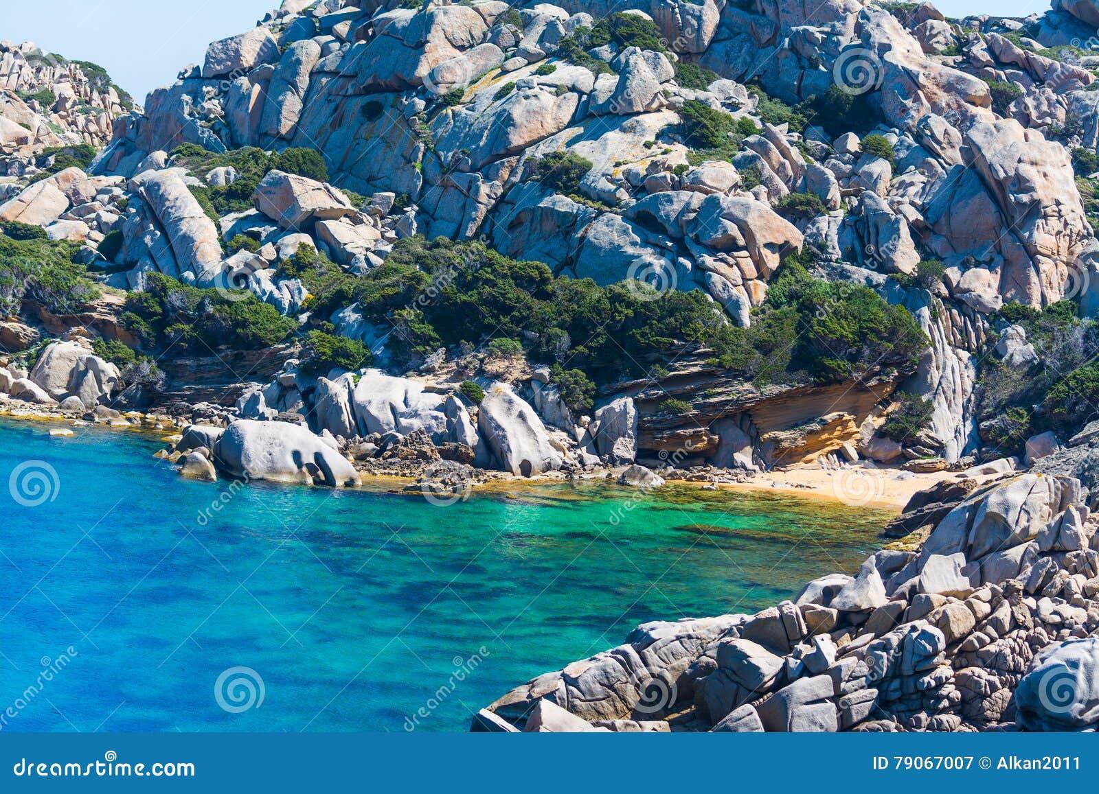 Petite plage dans le Testa de capo
