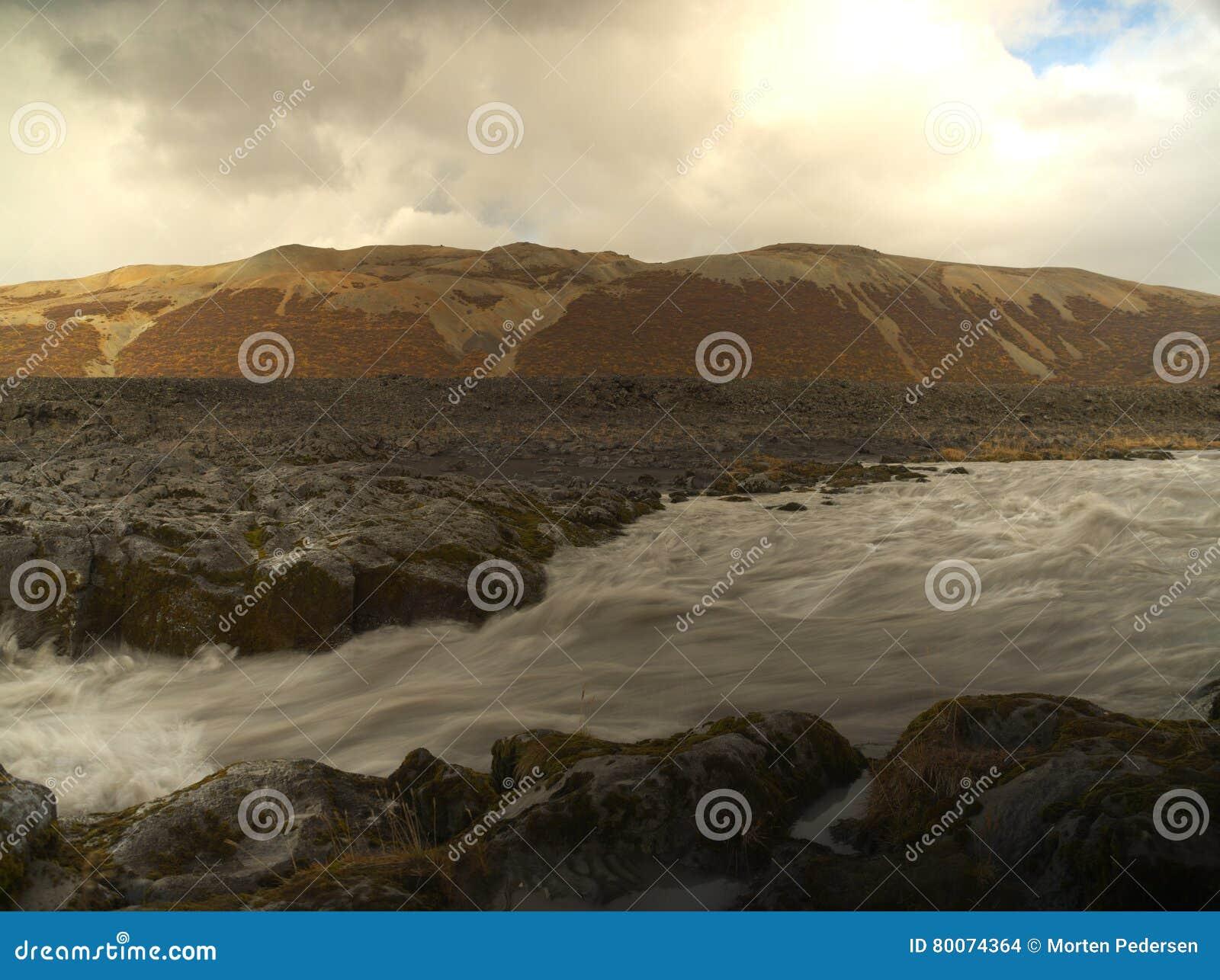 Petite rivière sur l Islande