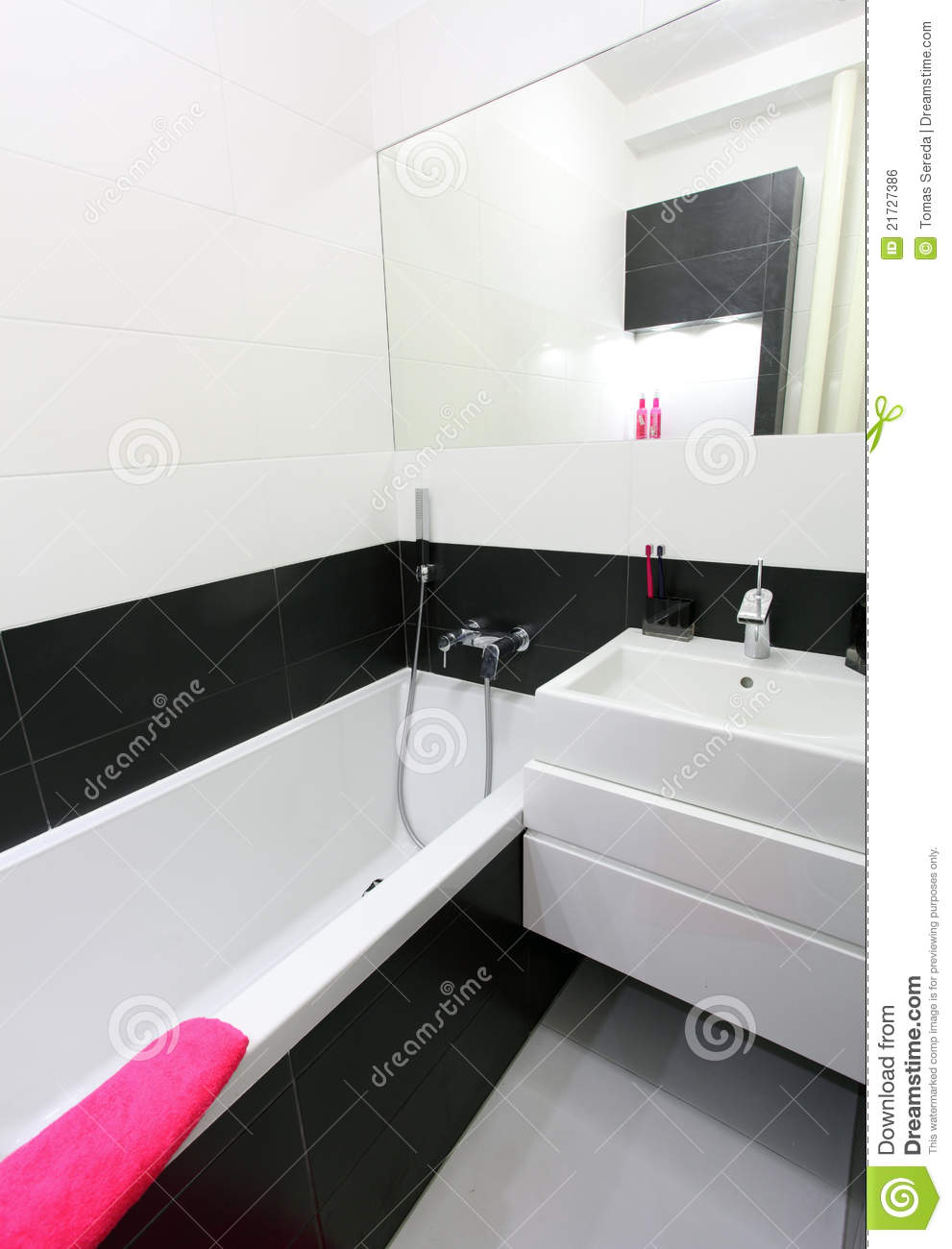 petite salle de bains moderne photo stock image du bain meubles 21727386. Black Bedroom Furniture Sets. Home Design Ideas