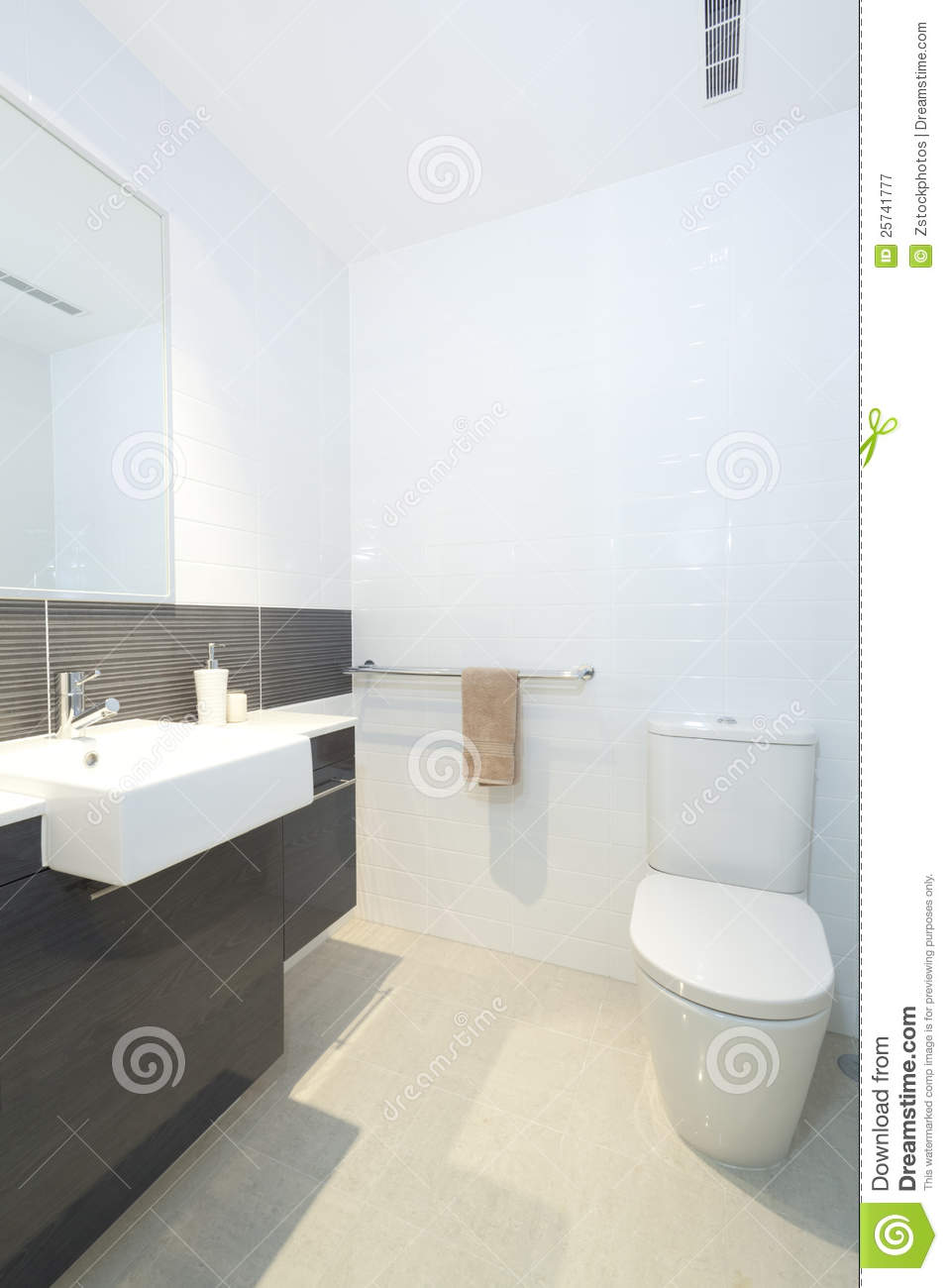 petite salle de bains moderne image stock image du washroom essuie 25741777. Black Bedroom Furniture Sets. Home Design Ideas