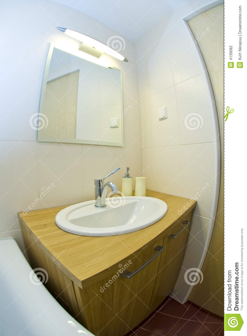 Petite salle de bains moderne photographie stock image 4139082 for Petite salle bain moderne