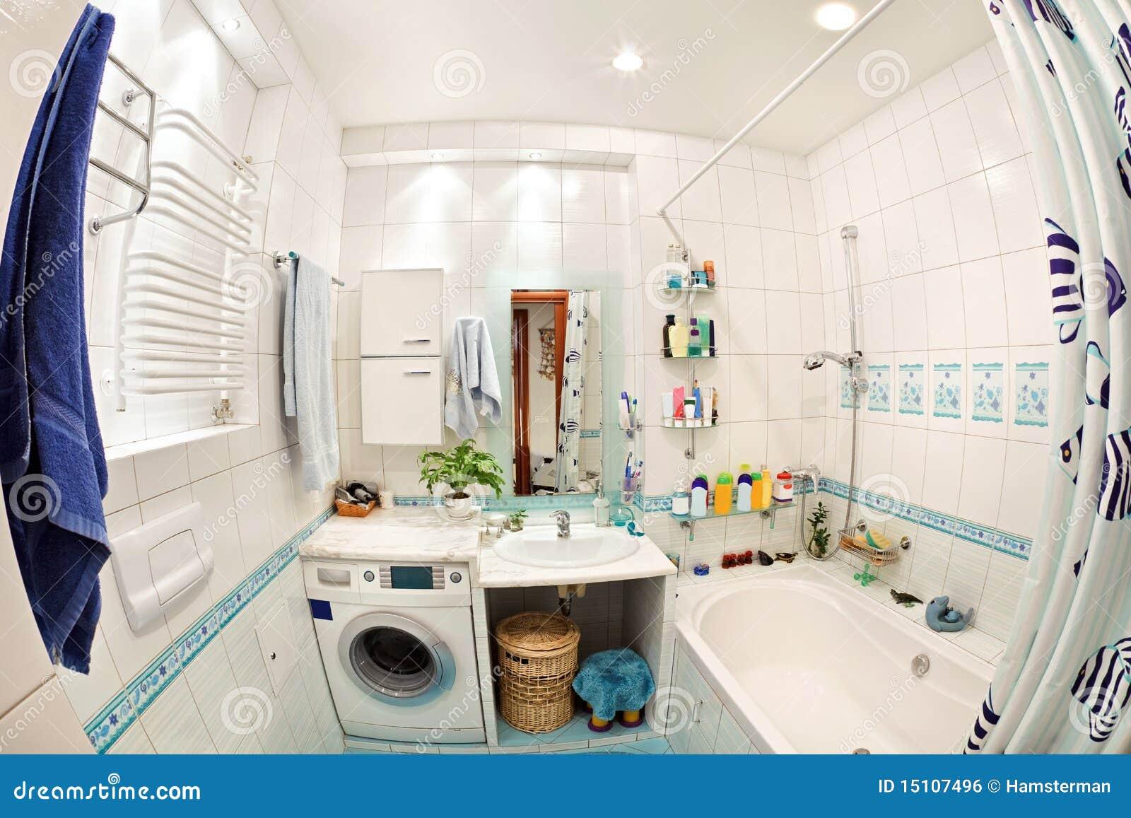 Petite salle de bains moderne dans des couleurs bleues image libre ...