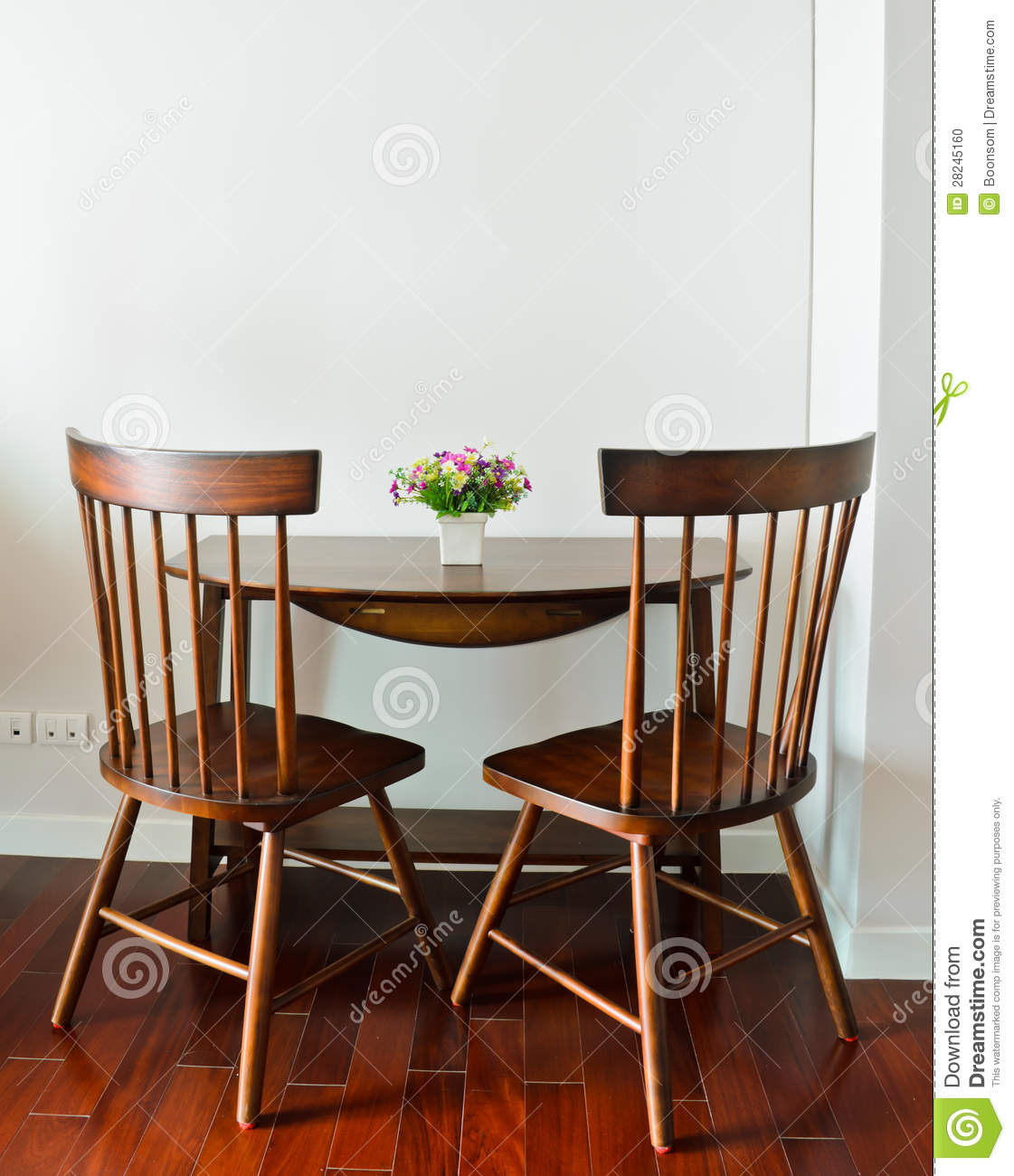 petite table de salle manger photo stock image 28245160. Black Bedroom Furniture Sets. Home Design Ideas