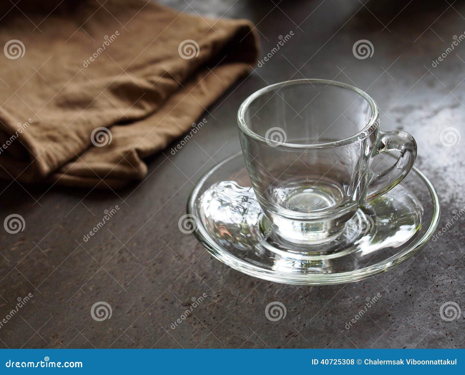 petite tasse en verre vide pour le caf d 39 expresso photo. Black Bedroom Furniture Sets. Home Design Ideas