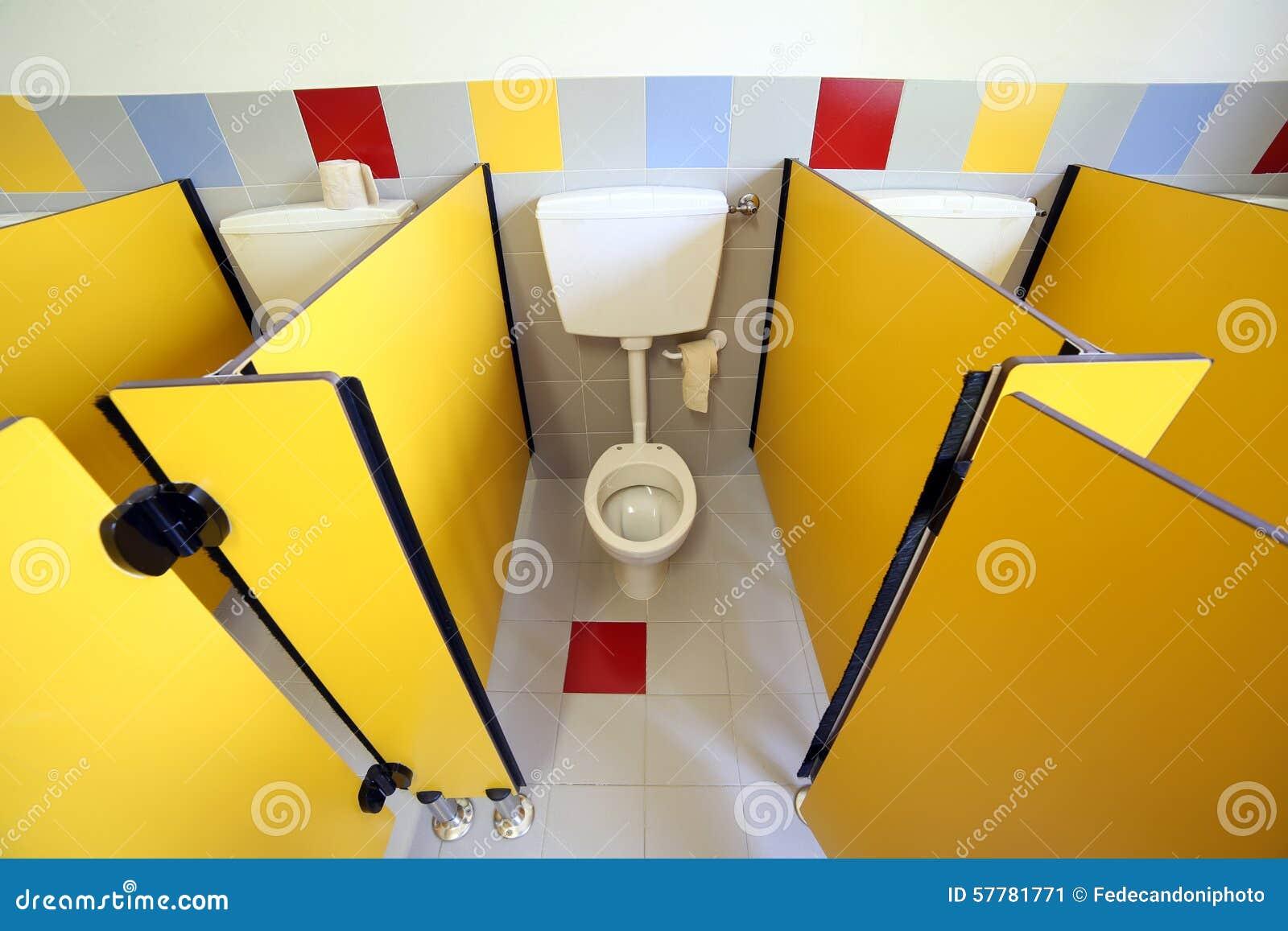 Petite toilette dans la carlingue de la salle de bains de for Petites betes dans la salle de bain